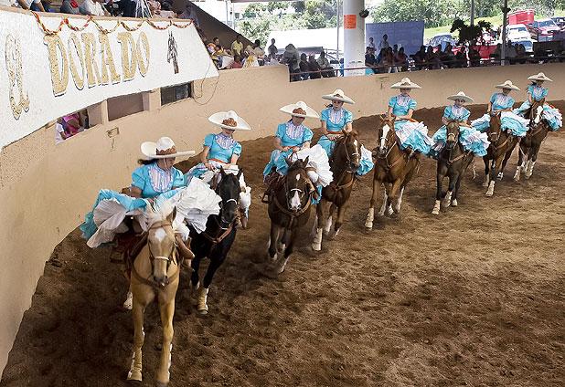 Mujeres vaqueras en rodeo mexicano Emol Fotos