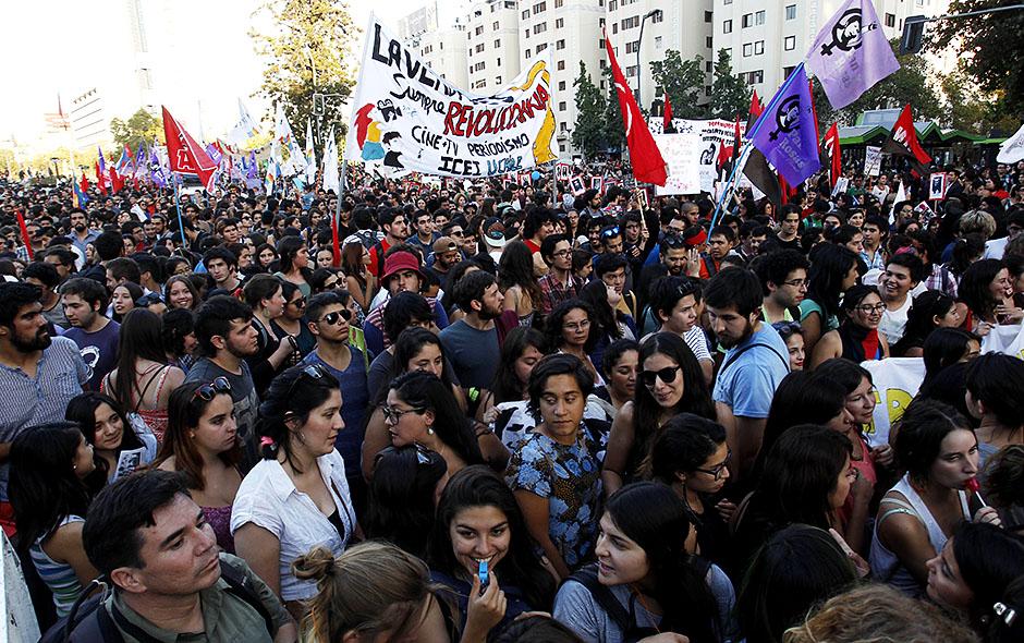 Marcha por el Día Internacional de La Mujer | Fotos | Emol.com