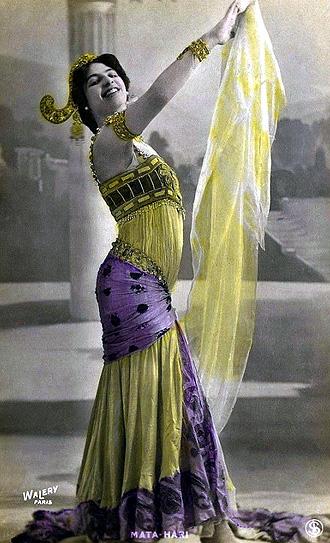 06e568acc9c0 Colección de postales antiguas revela la belleza de la mujer en ...