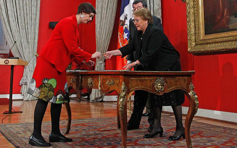 Claudia Pascual asume el nuevo Ministerio de la Mujer y la Equidad de Género